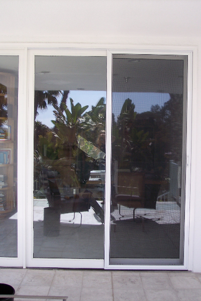WHITE HEAVY DUTY SLIDING SCREEN DOOR WITH AUTO LATCH SYSTEM