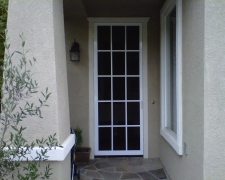 WHITE COLONADE SWINGING SCREEN DOOR WITH PET MESH