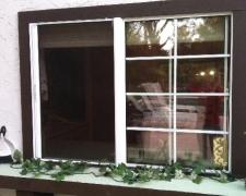 WHITE ROLL-AWAY RETRACTABLE WINDOW SCREEN